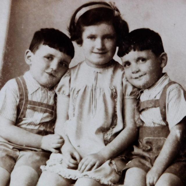 Sourozenci Jiří, Věra a Josef Fischerovi