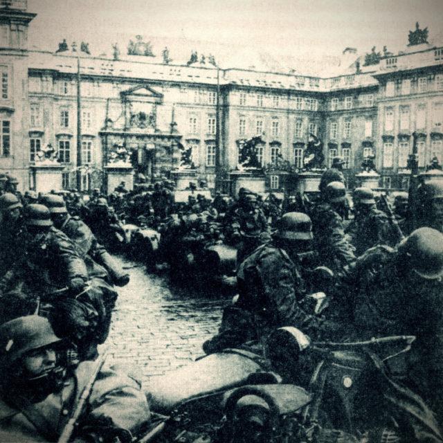 Německá vojska na Pražském hradě 15. března 1939