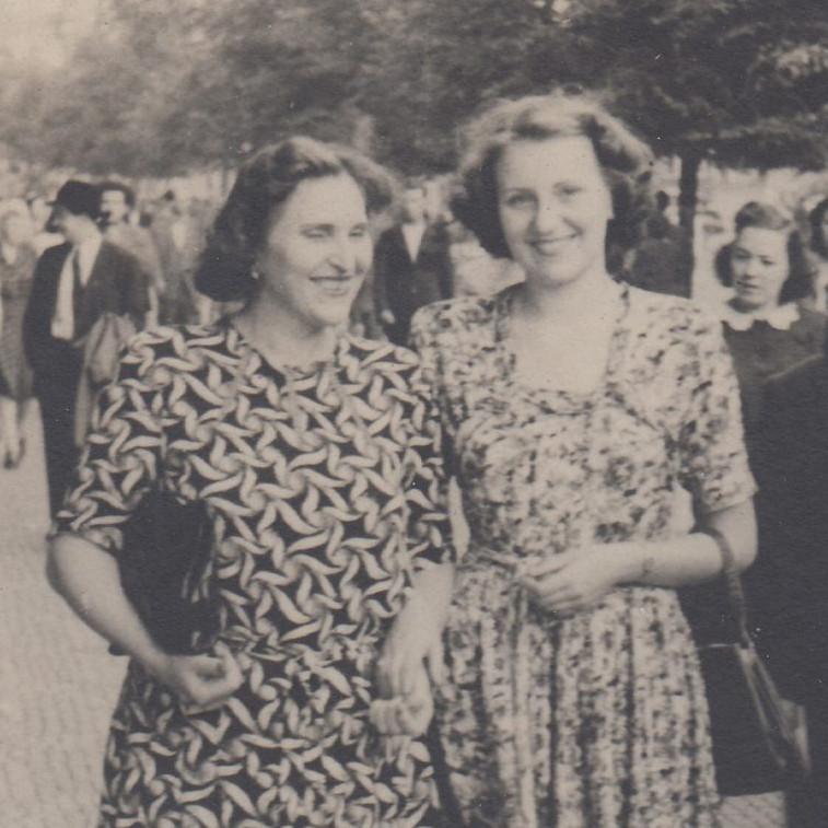 Marie Štěrbová s dcerou Vlastou v roce 1949